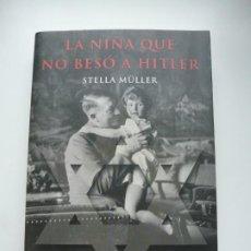 Libros de segunda mano: LA NIÑA QUE NO BESÓ A HITLER. STELLA MÜLLER. ED. MARTÍNEZ ROCA. PRIMERA EDICIÓN. IMPECABLE. Lote 190192377