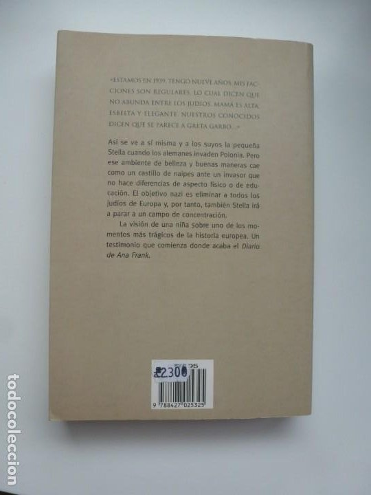 Libros de segunda mano: LA NIÑA QUE NO BESÓ A HITLER. STELLA MÜLLER. ED. MARTÍNEZ ROCA. PRIMERA EDICIÓN. IMPECABLE - Foto 2 - 190192377