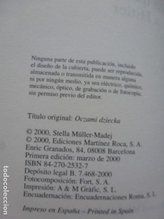 Libros de segunda mano: LA NIÑA QUE NO BESÓ A HITLER. STELLA MÜLLER. ED. MARTÍNEZ ROCA. PRIMERA EDICIÓN. IMPECABLE - Foto 4 - 190192377