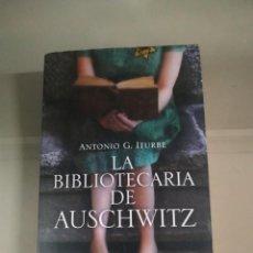 Libros de segunda mano: LA BIBLIOTECARIA DE AUSCHWITZ - ANTONIO G. ITURBE. PLANETA. Lote 230122255