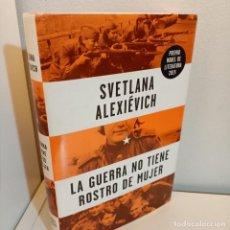 Libros de segunda mano: LA GUERRA NO TIENE NOMBRE DE MUJER, SVETLANA ALEXIEVICH, HISTORIA / HISTORY, DEBATE, 2015. Lote 244539265