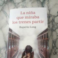Libros de segunda mano: LA NIÑA QUE MIRABA LOS TRENES PARTIR - RUPERTO LONG. Lote 244892815