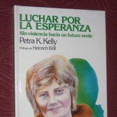Libros de segunda mano: LUCHAR POR LA ESPERANZA POR PETRA K. KELLY DE DEBATE/CÍRCULO LECTORES EN BARCELONA 1984 1ª EDICIÓN. Lote 267203104