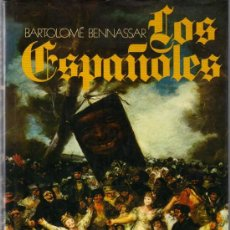 Libros de segunda mano: LOS ESPAÑOLES - ACTITUDES Y MENTALIDAD. Lote 21546011