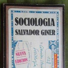 Libros de segunda mano: SOCIOLOGIA. SALVADOR GINER 1976 ED PENÍNSULA . Lote 45545966