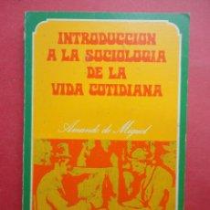 Libros de segunda mano: INTRODUCCIÓN A LA SOCIOLOGÍA DE LA VIDA COTIDIANA. Lote 53636213