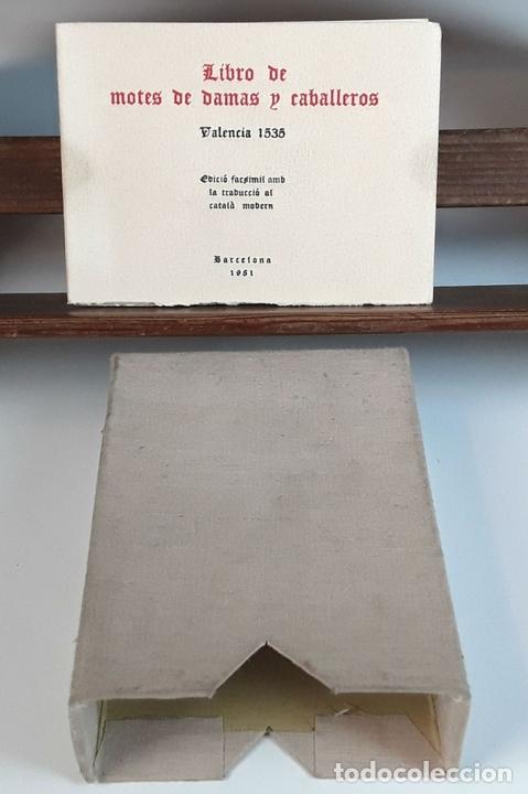 Libros de segunda mano: LIBRO DE MOTES DE DAMAS Y CABALLEROS. VALENCIA 1535. EDICIÓ FACSÍMÍL. EDICIONS TORCULUM. 1951. - Foto 2 - 90972585