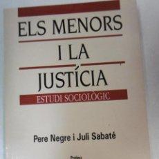 Libros de segunda mano: NEGRE, PERE I SABATÉ, JULI: ELS MENORS I LA JUSTÍCIA.. Lote 94615175