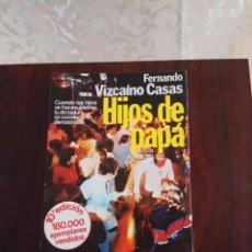 Libros de segunda mano: LIBRO HIJOS DE PAPÁ, FERNANDO VIZCAÍNO CASAS, ENCUADERNACIÓN RÚSTICA. Lote 100639155