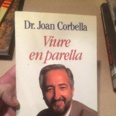 Libros de segunda mano: ANTIGUO LIBRO VIURE EN PARELLA ESCRITO POR JOAN CORBELLA AÑO 1993 . Lote 111931939