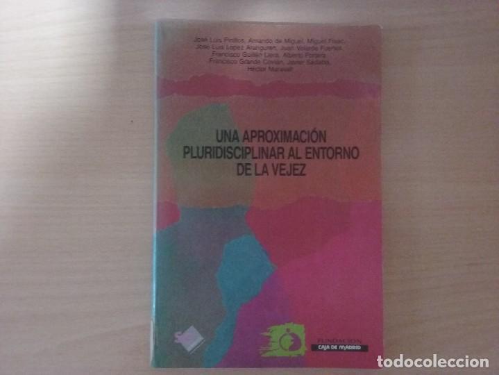 UNA APROXIMACIÓN PLURIDISCIPLINAR AL ENTORNO DE LA VEJEZ (Libros de Segunda Mano - Pensamiento - Sociología)