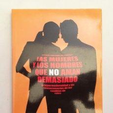 Libros de segunda mano: MUJERES Y HOMBRES QUE NO AMAN DEMASIADO - LAS CONSECUENCIAS DE LOS CAMBIOS DE ROLES. Lote 124483075