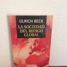 Libros de segunda mano: LA SOCIEDAD DEL RIESGO GLOBAL - ULRICH BECK - SIGLO XXI. Lote 132868922