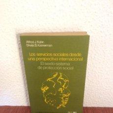 Libros de segunda mano: LOS SERVICIOS SOCIALES DESDE UNA PERSPECTIVA INTERNACIONAL - A. J. KAHN, S. B. KAMERMAN - SIGLO XXI. Lote 135219878