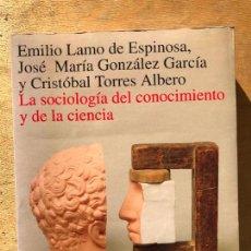 Libros de segunda mano: LA SOCIOLOGÍA DEL CONOCIMIENTO Y DE LA CIENCIA. EMILIO LAMO DE ESPINOSA Y OTROS.. Lote 257655200
