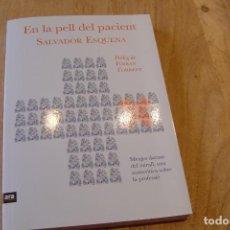 Libros de segunda mano: EN LA PELL DEL PACIENT. SALVADOR ESQUENA. ARA LLIBRES. 2016. Lote 149900466