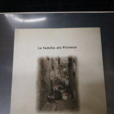 Libros de segunda mano: LLIBRE ... LA FAMILIA ALS PIRINEUS - DOLORS COMAS D'ARGEMI I J. F. SOULET. Lote 174515165