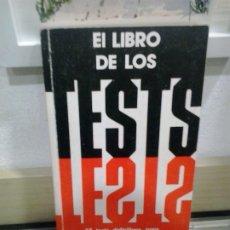 Libros de segunda mano: LMV - EL LIBRO DE LOS TEST. 35 TEST DEFINITIVOS PARA DESCUBRIR SU PERSONALIDAD. Lote 221228263