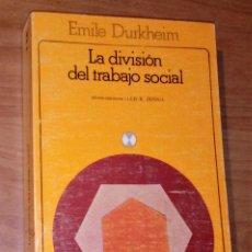 Libros de segunda mano: ÉMILE DURKHEIM - LA DIVISIÓN SOCIAL DEL TRABAJO - AKAL, 1982. Lote 175624654