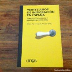 Libros de segunda mano: VEINTE AÑOS DE INMIGRACIÓN EN ESPAÑA. PERSPECTIVAS JURÍDICA Y SOCIOLÓGICA, ELISEO AJA Y J. ARANGO. Lote 177186372