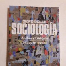 Libros de segunda mano: CONCEPTOS ESENCIALES DE SOCIOLOGÍA, ANTHONY GIDDENS - PHILIP W. SUTTON, ALIANZA ,2015. Lote 182409305