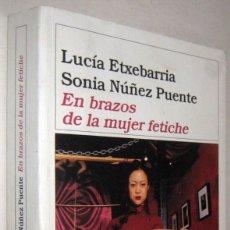 Libros de segunda mano: EN BRAZOS DE LA MUJER FETICHE - LUCIA ETXEBARRIA Y SONIA NUÑEZ PUENTE - ILUSTRADO. Lote 182487797