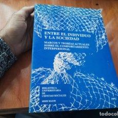 Libros de segunda mano: GRAN TOMO ENTRE EL INDIVIDUO Y LA SOCIEDAD COMPORTAMIENTO INTERPERSONAL CIENCIAS SOCIALES 1989. Lote 183292278