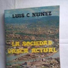 Libros de segunda mano: LA SOCIEDAD VASCA ACTUAL - CAMARERO-NÚÑEZ ASTRAIN, LUIS. Lote 183640443