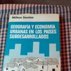 Libros de segunda mano: GEOGRAFÍA Y ECONOMÍA URBANAS EN LOS PAÍSES SUBDESARROLLADOS, MILTON SANTOS, 1° EDICIÓN, 1973,. Lote 200247440