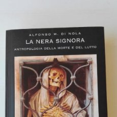 Libros de segunda mano: LA NERA SIGNORA. AUTOR: ALFONSO M. DI NOLA. Lote 207029905