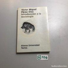 Libros de segunda mano: INTRODUCCIÓN A LA SOCIOLOGÍA. Lote 209397940
