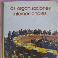 Libros de segunda mano: LAS ORGANIZACIONES INTERNACIONALES – VÍCTOR POU (SALVAT, 1974) // SOCIEDAD SOCIOLOGÍA SOCIAL MUNDIAL. Lote 210229125