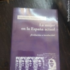 Libros de segunda mano: LA MUJER EN LA ESPAÑA ACTUAL: ¿EVOLUCIÓN O INVOLUCIÓN? ICARIA PUBLICADO POR ICARIA (2004). Lote 210728945