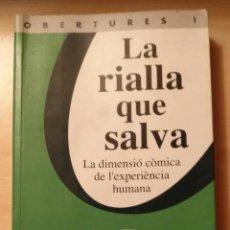Libros de segunda mano: LLA 63 LA RIALLA QUE SALVA - LA DIMENSIÓ CÒMICA DE L'EXPERIÈNCIA HUMANA - PETER L BERGER -LA CAMPANA. Lote 213093660