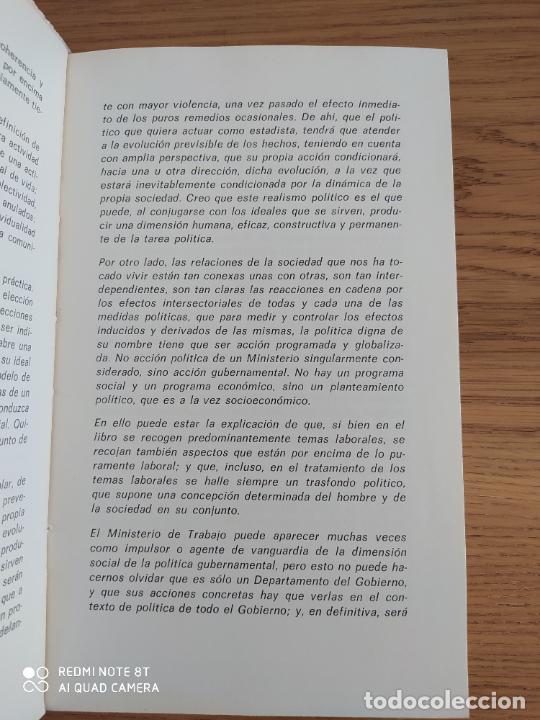 Libros de segunda mano: TRABAJO, SOCIEDAD, POLITICA. FUENTE, Licinio de la. Publicado por Ministerio Trabajo., Madrid. 1973 - Foto 3 - 214473531
