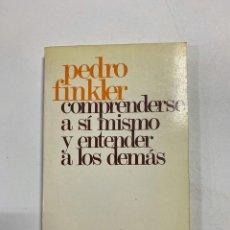 Libros de segunda mano: COMPRENDERSE A SI MISMO Y ENTENDER A LOS DEMAS. PEDRO FINKLER. ED. PAULINAS. MADRID, 1984.PAGS:230. Lote 221558113