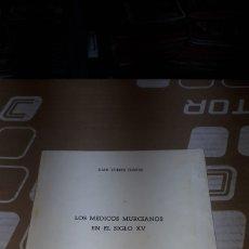 Libros de segunda mano: LOS MEDICOS MURCIANOS EN EL SIGLO XV JUAN TORRES FONTES 1973. Lote 224765703