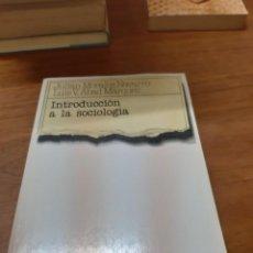 Libros de segunda mano: MORALES NAVARRO JULIÁN Y LUIS V. ABAD MÁRQUES, INTRODUCCIÓN A LA SOCIOLOGÍA, TECNOS, MADRID, 2002. Lote 246179500