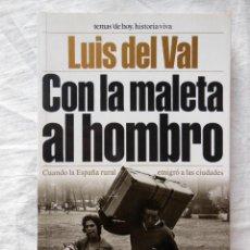 Libros de segunda mano: CON LA MALETA AL HOMBRO. 2000 LUIS DEL VAL. Lote 278217788