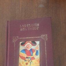 Libros de segunda mano: LAS CLAVES DEL TAROT LIBRO DE 1993. Lote 109270168