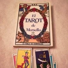 Libros de segunda mano: LOTE DE UN LIBRO, EL TAROT DE MARSELLA, Y UNA BARAJA DE NAIPES (22 CARTAS) DE TAROT. Lote 112571739