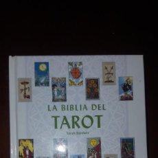 Libros de segunda mano: LA BIBLIA DEL TAROT. Lote 143216446