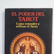 Libros de segunda mano: EL PODER DEL TAROT. COMO ENTENDER Y UTILIZAR EL TAROT. KLAUS BERGMAN. TDK403. Lote 175004002