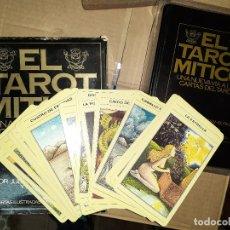 Libros de segunda mano: CARTAS Y LIBRO EL TAROT MÍTICO DE JULIET HARMAN-BURKE Y LIZ GREENE. Lote 179556676