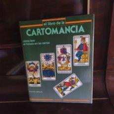 Libros de segunda mano: EL LIBRO DE LA CARTOMANCIA. COMO LEER EL FUTURO EN LAS CARTAS. ALESSANDRO BELLENGHI. PIRÁMIDE 1986.. Lote 269001914