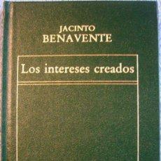 Libros de segunda mano: LOS INTERESES CREADOS. JACINTO BENAVENTE. EDIT. ORBIS, EN SIMIL PIEL CON DORADOS, 1982.. Lote 34051274