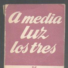 Libros de segunda mano: A MEDIA LUZ LOS TRES. MIGUEL MIHURA.COLECCION TEATRO NO 92.ED. ALFIL. MÁLAGA.1959. 88 PAGS.15X11 CM . Lote 53327095