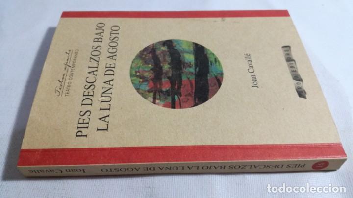 PIES DESCALZOS BAJO LA LUNA DE AGOSTO/ JOAN CAVALLE/ AROLA EDITORS/ NUEVO (Libros de Segunda Mano (posteriores a 1936) - Literatura - Teatro)