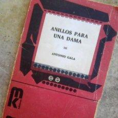 Libros de segunda mano: GALA, ANTONIO - ANILLOS PARA UNA DAMA (MK - COLECCIÓN ESCENA, 1982). Lote 154640934