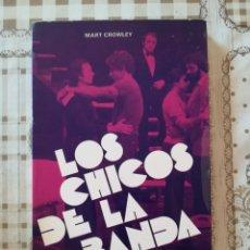 Libros de segunda mano: LOS CHICOS DE LA BANDA - MART CROWLEY. Lote 175131154
